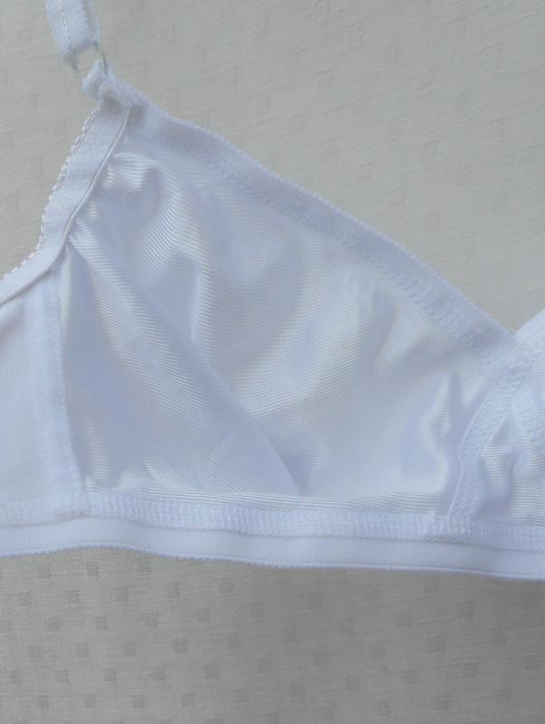 Белый гладкий  эротический  бюстгальтер без косточек мягкая ча... - Фото 4