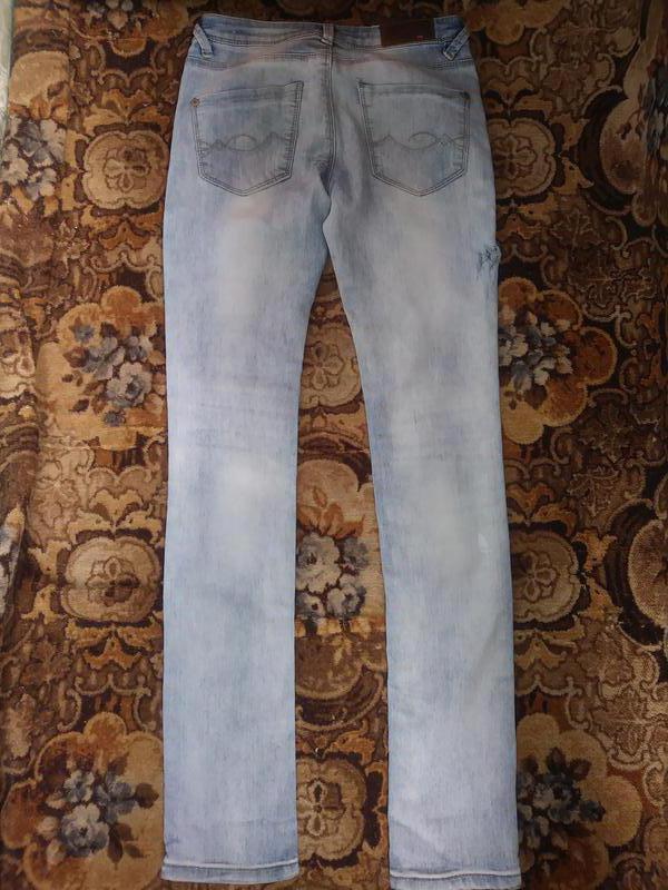 Модные, рваные джинсы - Фото 2