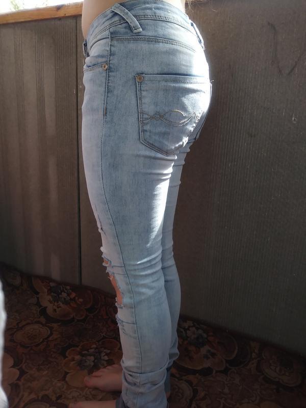 Брендовые, модные джинсы с порватостями на девочку - Фото 2
