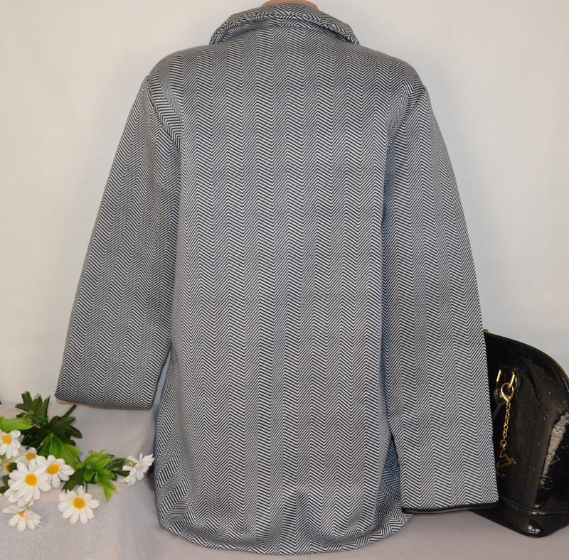 Брендовое флисовое легкое пальто с кожаными вставками и карман... - Фото 4