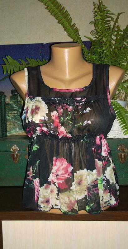 Топ блуза с баской с трендовым цветочным принтом
