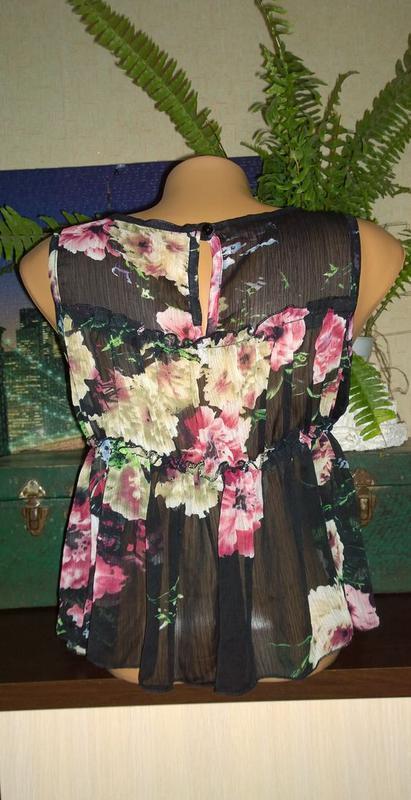 Топ блуза с баской с трендовым цветочным принтом - Фото 2