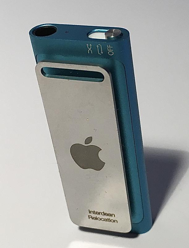 Apple iPod shuffle 3 Gen c наушниками Earbuds и USB кабелем