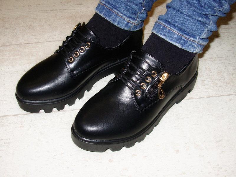 Туфли женские черные на шнурках тракторная подошва стелька кожа