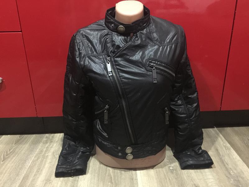 Стильная черная куртка, демисезонная ,на 11\12 лет