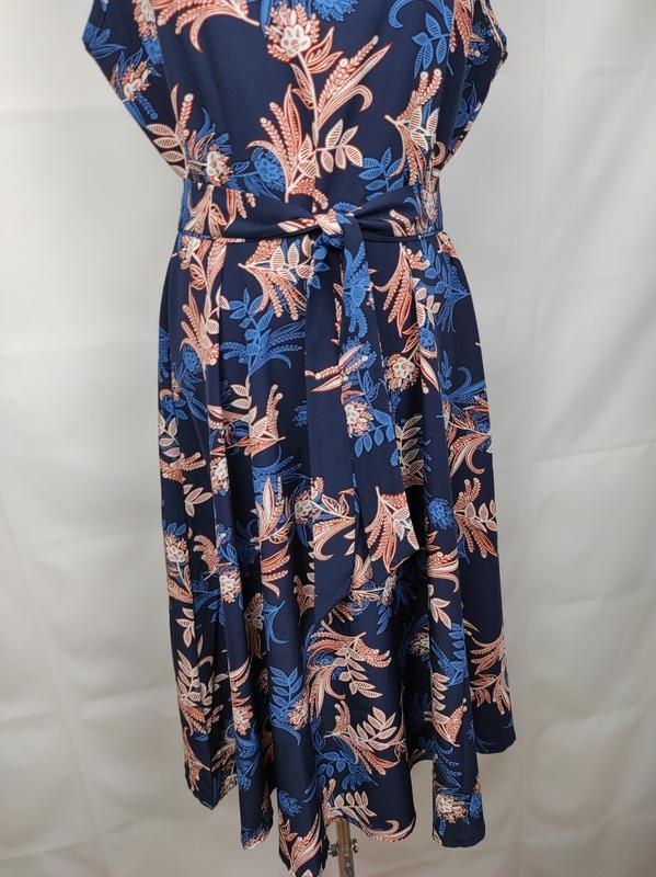 Платье стильное приталенное в цветы под пояс uk 14/42/l - Фото 3