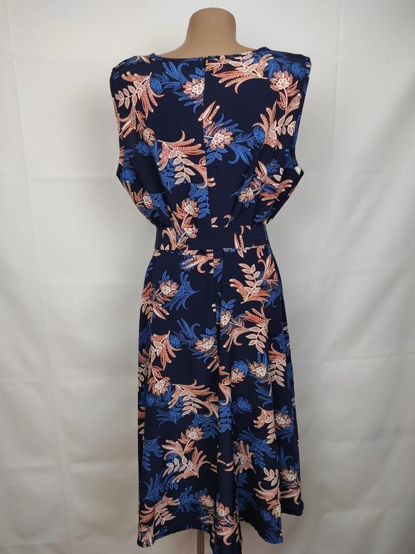 Платье стильное приталенное в цветы под пояс uk 14/42/l - Фото 5