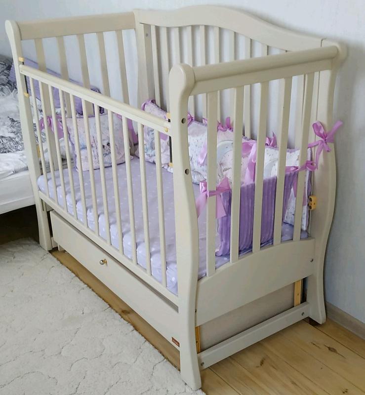 Продам детскую кроватку Ласка в идеальном состоянии на маятнике