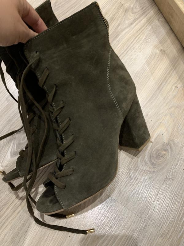 Шикарные кожаные замшевые туфли ботильены с открытым носком ха...