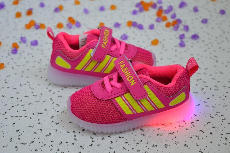 Кроссовки с мигающей led подсветкой