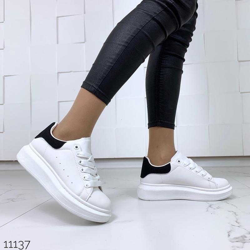 Белые кеды с чёрной пяткой,белые кроссовки на платформе. - Фото 2