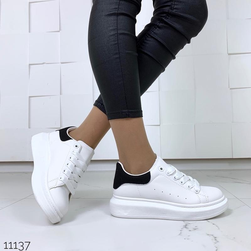 Белые кеды с чёрной пяткой,белые кроссовки на платформе. - Фото 3