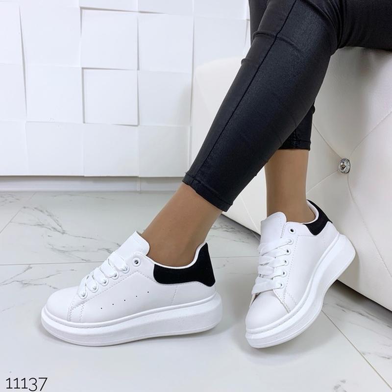 Белые кеды с чёрной пяткой,белые кроссовки на платформе. - Фото 5