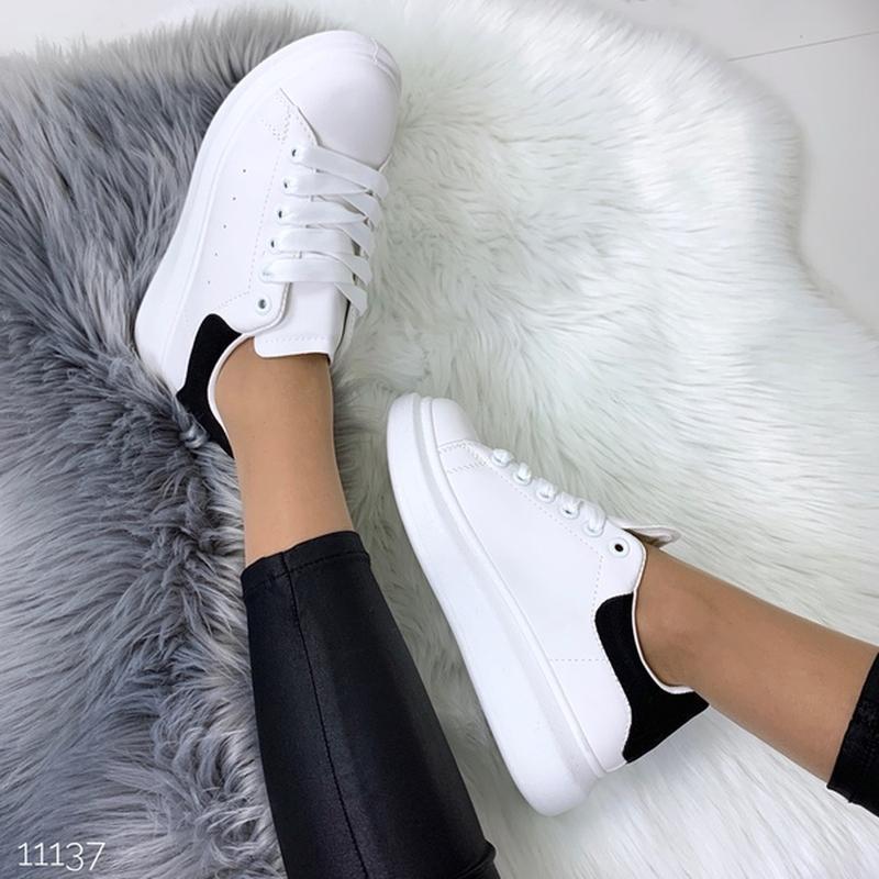 Белые кеды с чёрной пяткой,белые кроссовки на платформе. - Фото 9