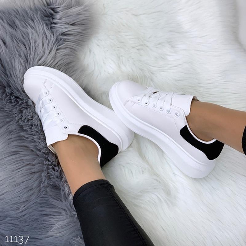 Белые кеды с чёрной пяткой,белые кроссовки на платформе. - Фото 10
