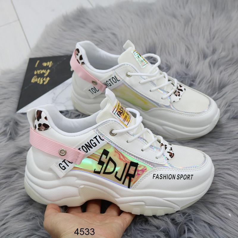 Белые кроссовки с цветными вставками, массивные кроссовки с го...