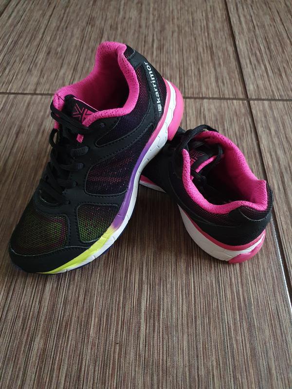 Яркие,  стильные, красивые кроссовки для девочки от karrimor