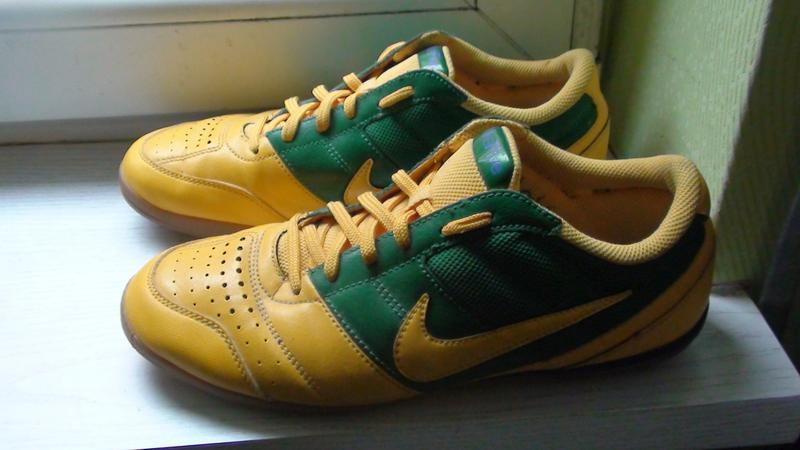 Nike - футзалки. р- 40 (25см)