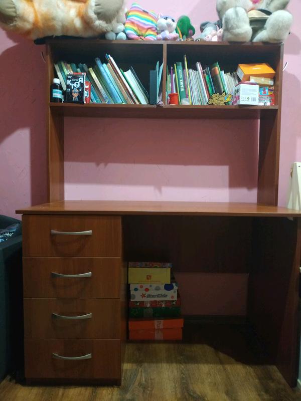 Письменный стол, стол в комнату