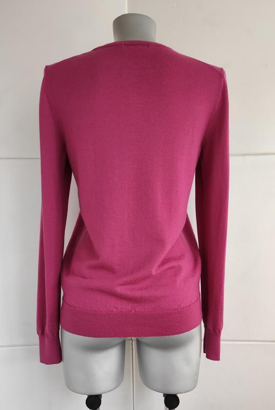 Базовый шерстяной свитер uniqlo из тонкой пряжи розового цвета - Фото 3