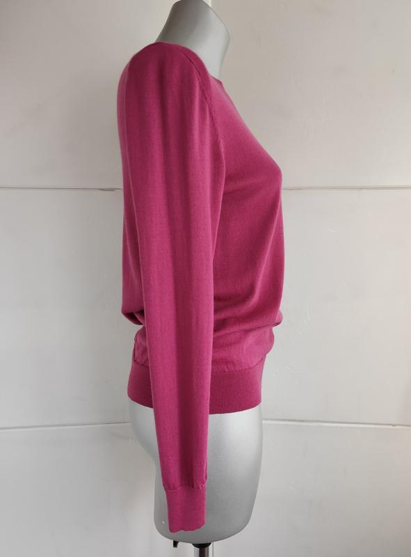 Базовый шерстяной свитер uniqlo из тонкой пряжи розового цвета - Фото 5