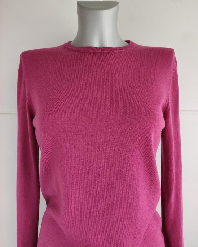 Базовый шерстяной свитер uniqlo из тонкой пряжи розового цвета - Фото 7