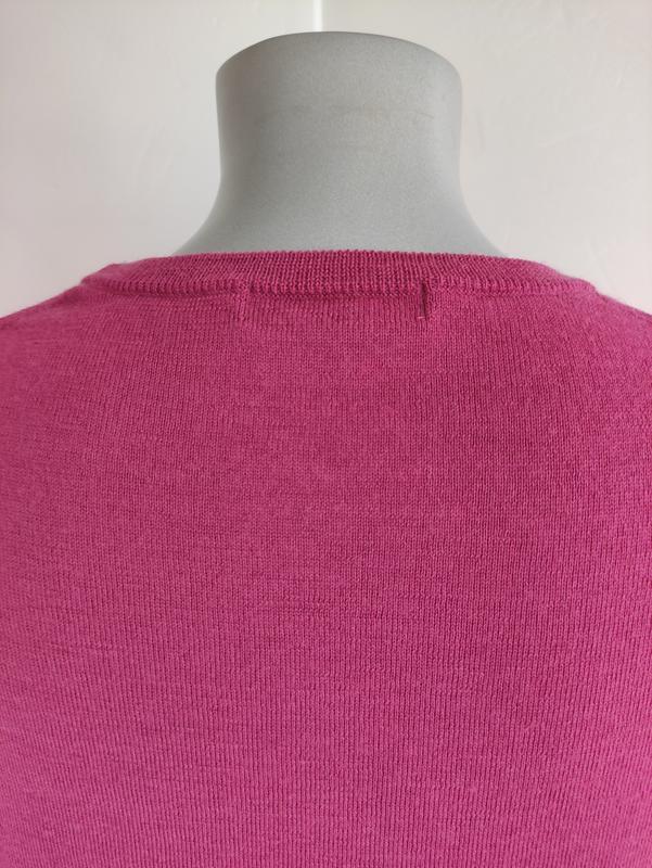 Базовый шерстяной свитер uniqlo из тонкой пряжи розового цвета - Фото 9