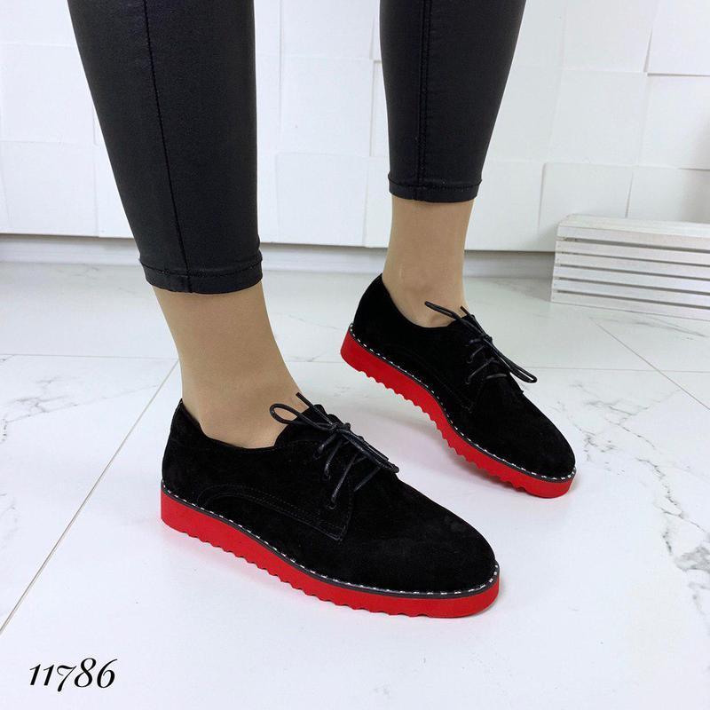 Классические туфельки на яркой подошве - Фото 3