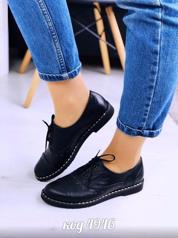 Чёрные туфли на низком ходу из натуральной кожи