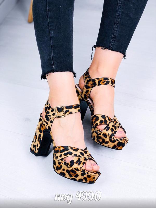 Леопардовые босоножки на устойчивом каблуке