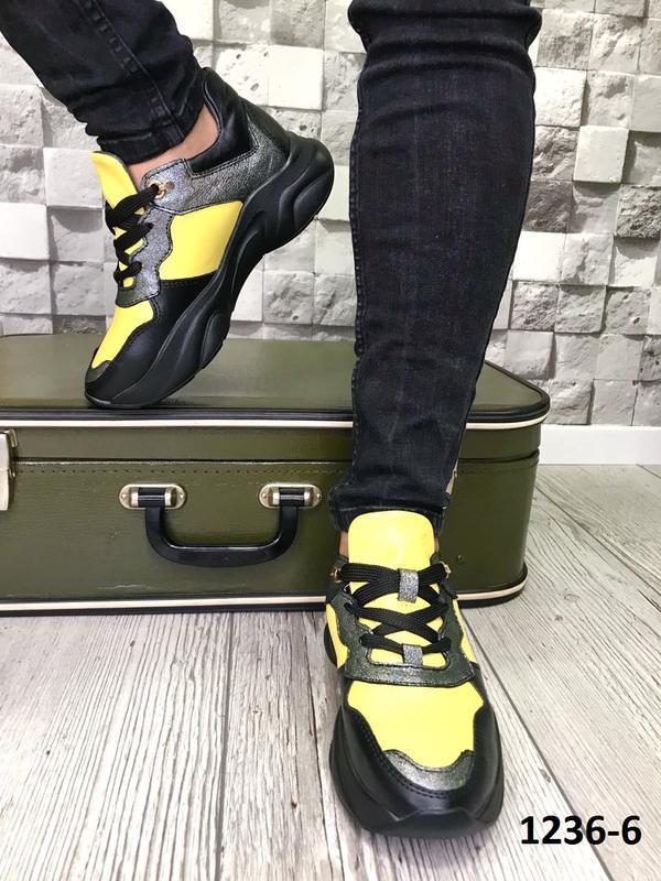 Стильные черно-желтые кроссовки из натуральной кожи