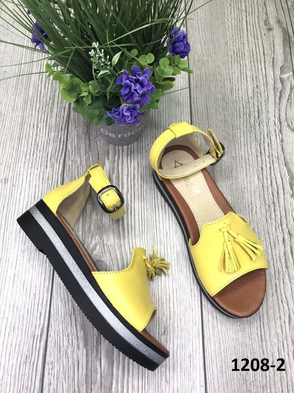 Эксклюзивные ярко жёлтые босоножки из натуральной кожи