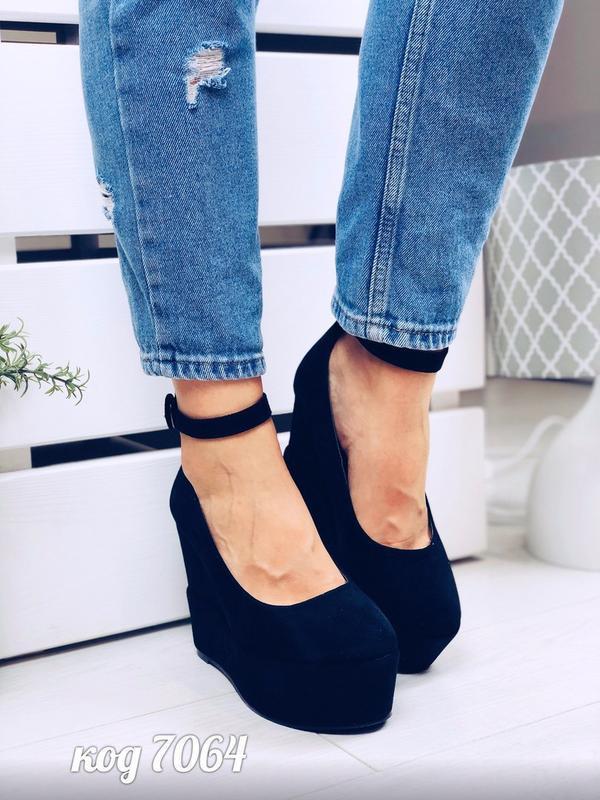 Шикарные черные туфли на платформе