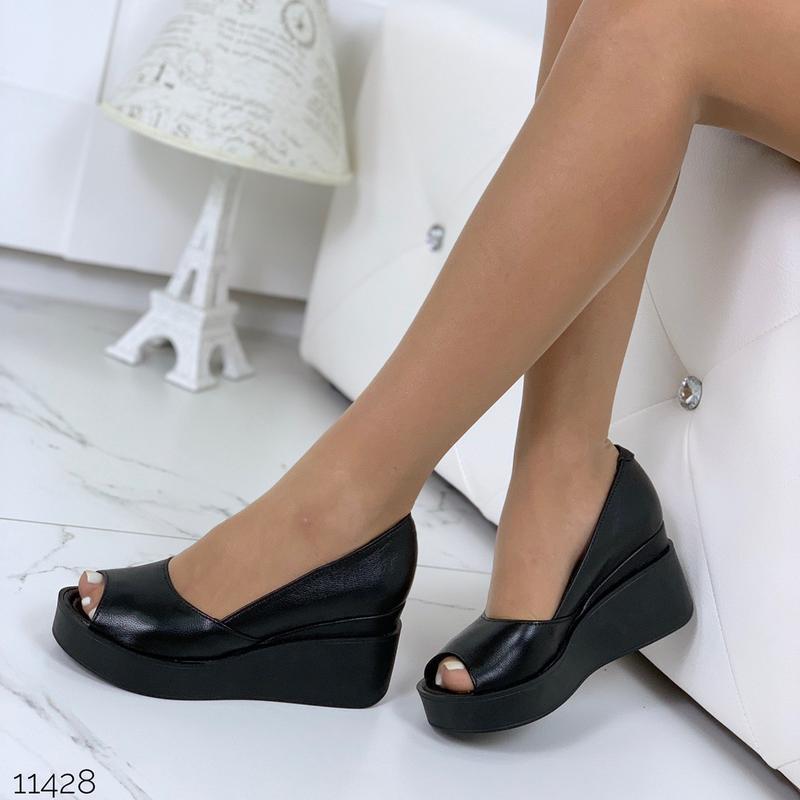 Черные туфли из натуральной кожи на удобной платформе