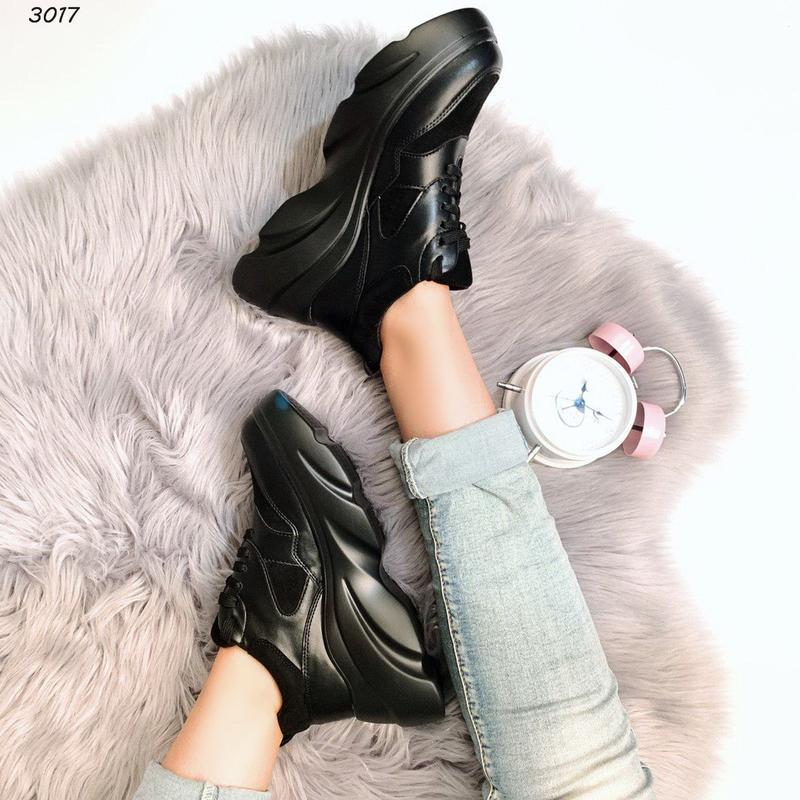 Хит сезона стильные черные кроссы
