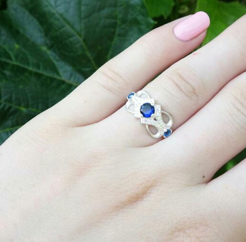 Кольцо ажурное с камнями - Фото 2