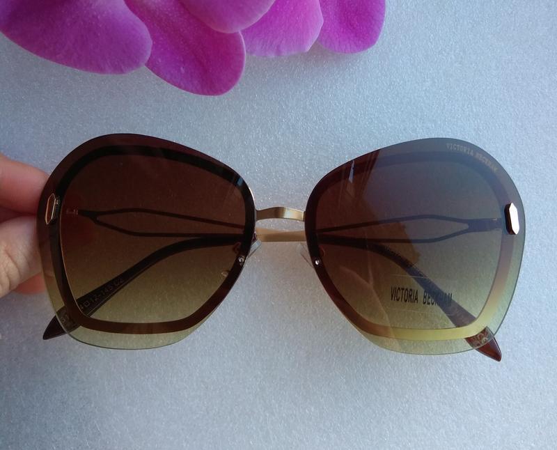 Новые стильные очки (с цараной на стекле) коричневые