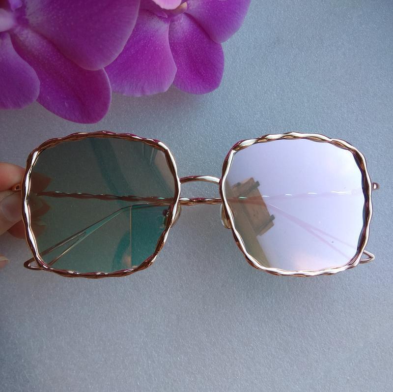 Новые стильные зеркальные очки (с незаметной царапиной на стек...
