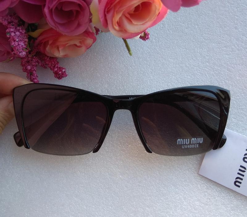 Новые стильные очки (с царапиной на стекле) черные