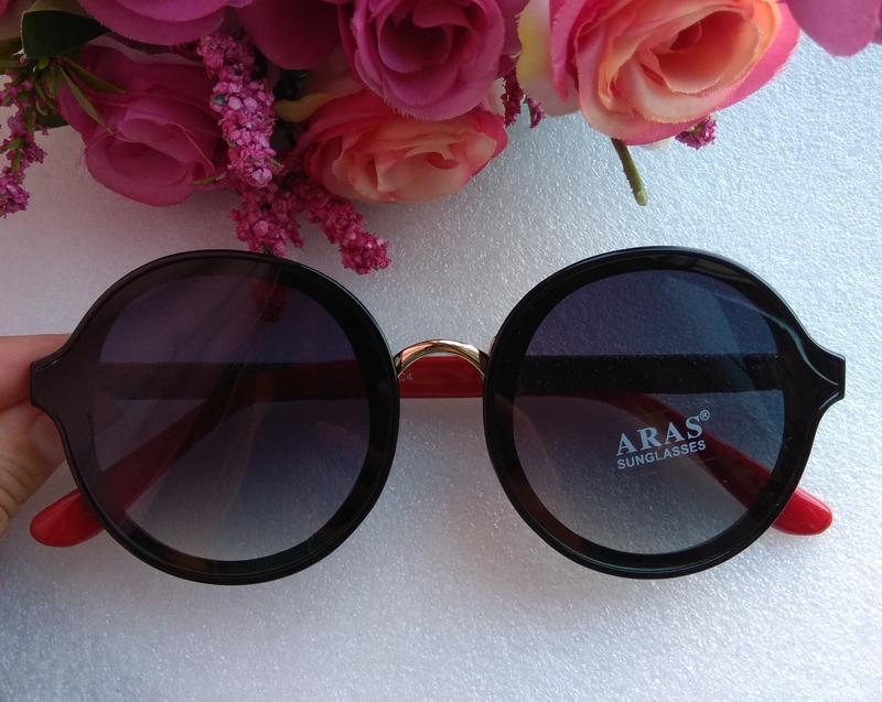 Новые крутые очки ( с мелкими царапинками) черные с красными д...