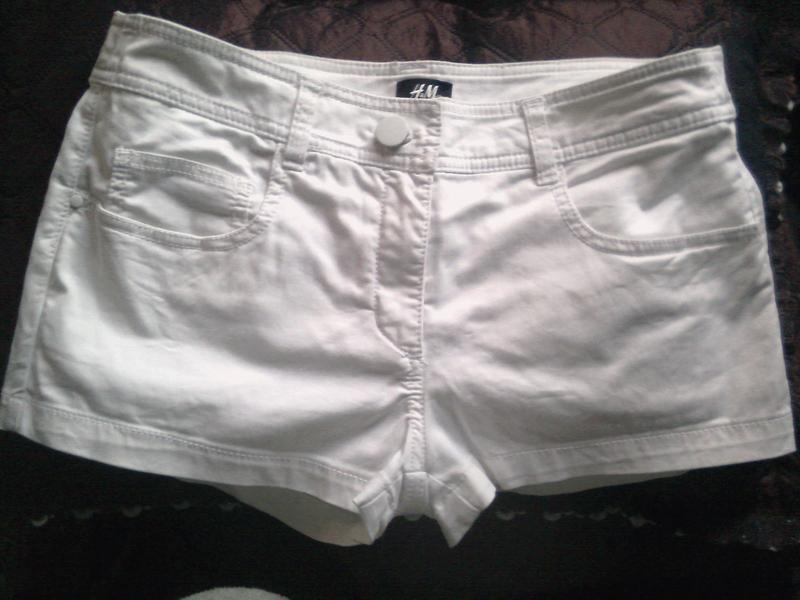 Женские летние белые шорты бренда H&M