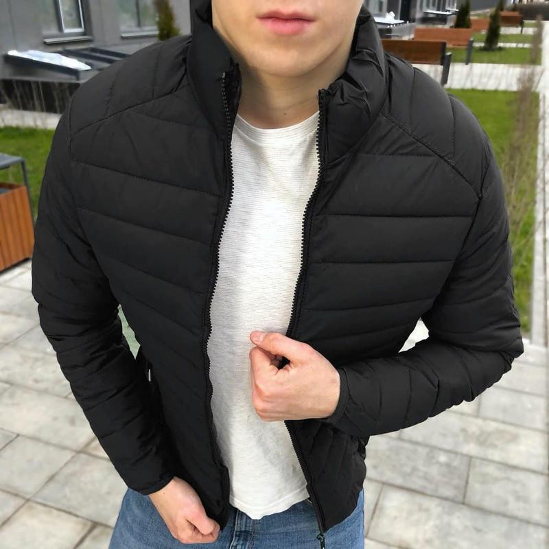 Черная осенняя куртка - Фото 2