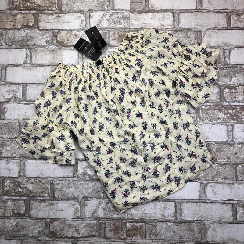 -70%! воздушная стильная блуза в цветах с оборками и открытыми... - Фото 5