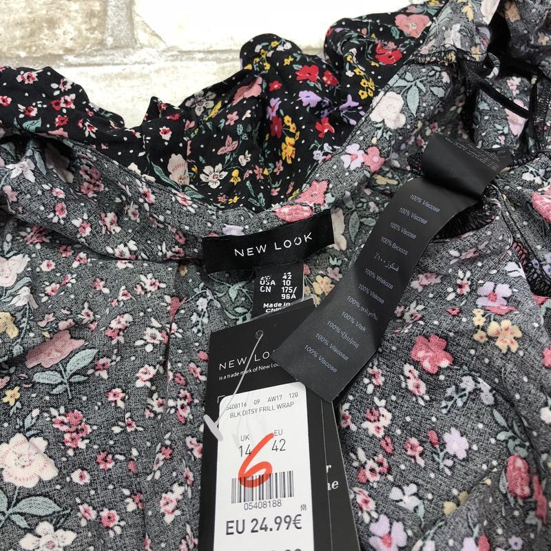 Актуальная блуза на запах в цветочный принт с оборками из вискозы - Фото 4