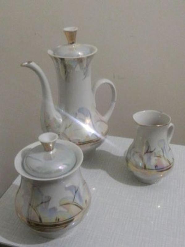 Сервиз чайный (кофейный) на 6-ть персон.