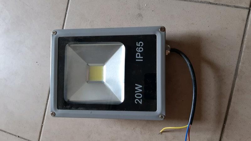 Прожектор 20Вт под запчасти
