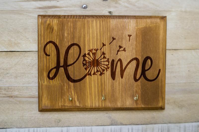 "Настенная ключница ""Home"" из дерева"