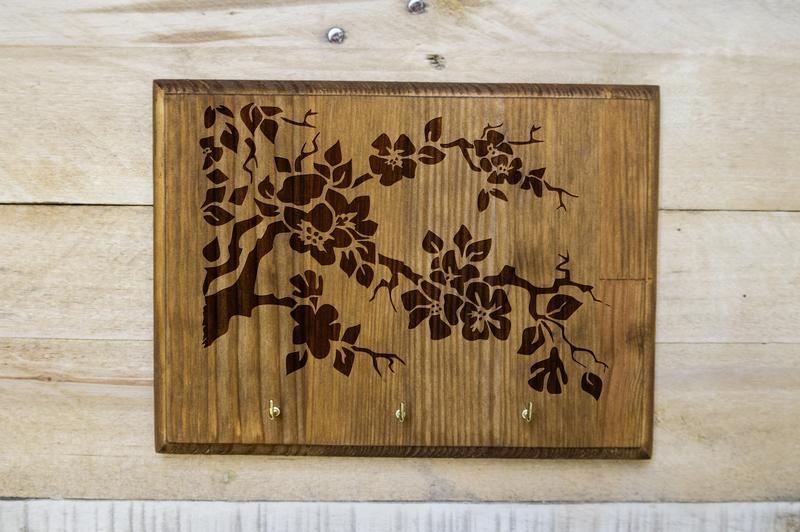 """Настенная ключница """"Цветущий сад"""" из дерева"""