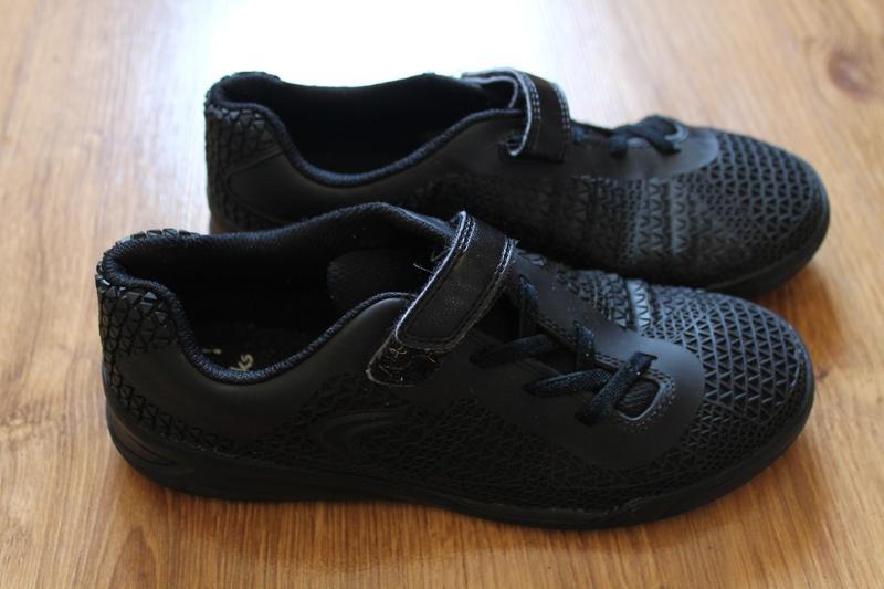 Фантастические унисекс черные кроссовки clarks
