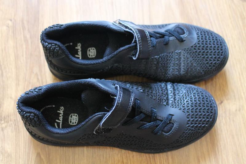 Фантастические унисекс черные кроссовки clarks - Фото 2